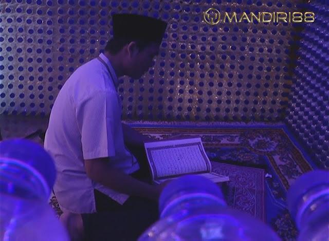 Unik, Masjid Ini Dibangun dari 9.600 Botol Bekas
