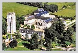 L'abbaye du bec Hellouin a 15 mm du gite