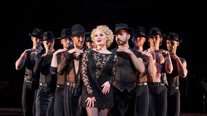 Chicago, Phoenix Theatre   Review