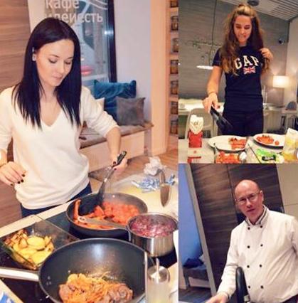 假日變身活動現場,由大廚教你如何做菜。