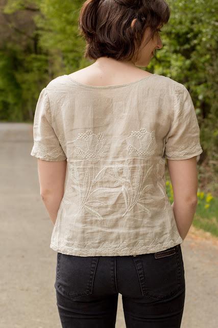 Sorbetto Top von Colette Patterns mit Ärmel nähen - einfache und kostenlose Anleitung für Damenkleidung - Oberteil mit Stickerei