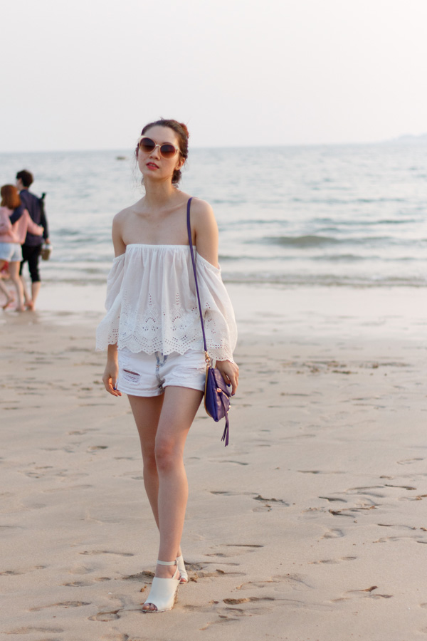 Daecheon Beach, how to wear off the shoulder top, Boreong, summer fashion beach fashion, off the shoulder top, embroidered top, botkier trigger, boyfriend shorts, summer trends, korean fashion
