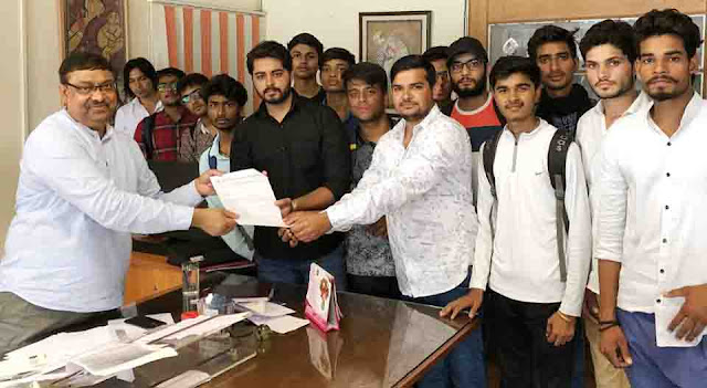 ABVP handed over a memorandum to the college principals in the name of Chief Minister Khurta.