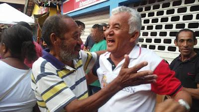Candidato a Deputado Estadual Paulo Cezar foi recebido com festa por onde passou no 7 de Setembro em Alagoinhas