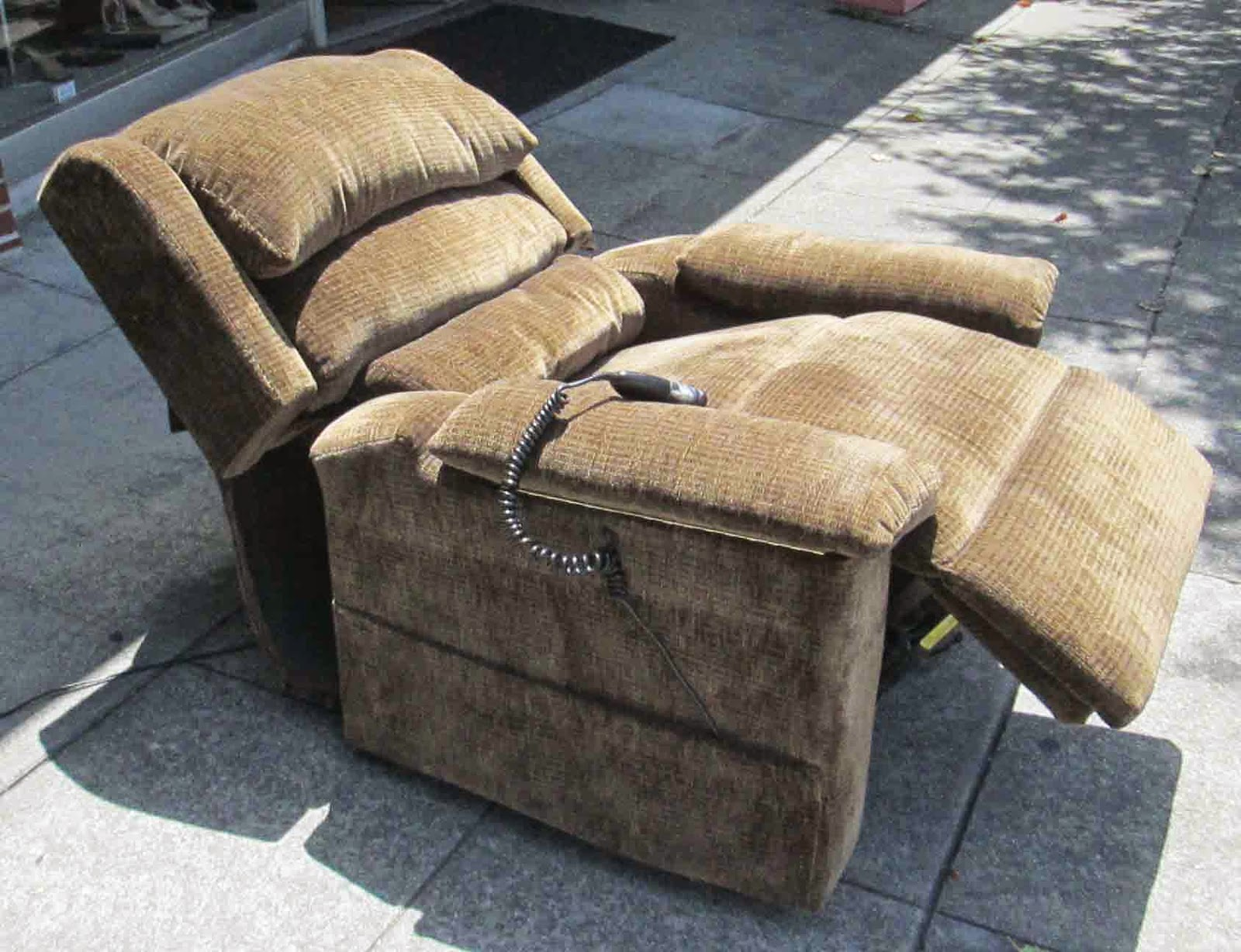 Pop Up Recliner Chairs Wingback Dining Uhuru Furniture And Collectibles Sold Lift Chair