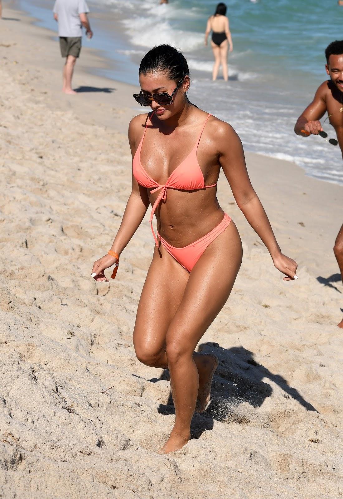 Kazimir 'Kaz' Crossley - Wears a peach bikini as she hits the beach in Miami - 01/02/2019