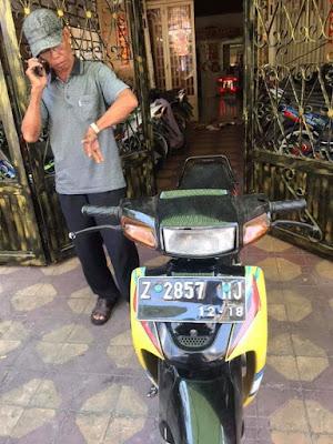 Suzuki Satria berplat Indonesia dijual di Thailand.