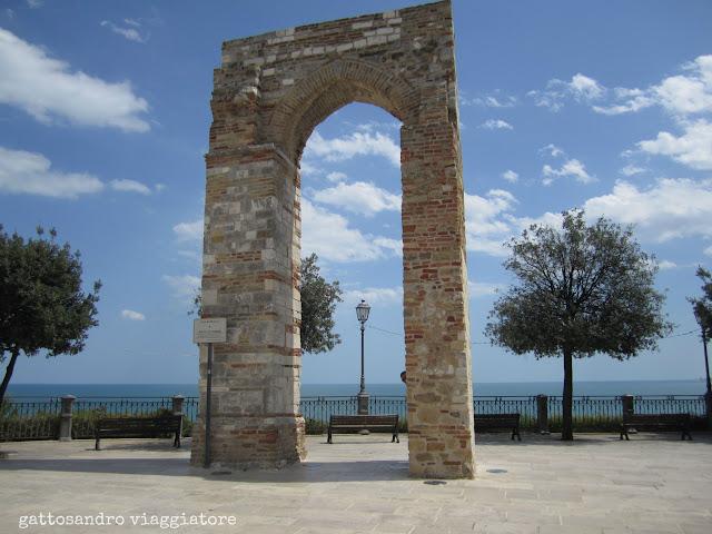 Arco di torre Numana