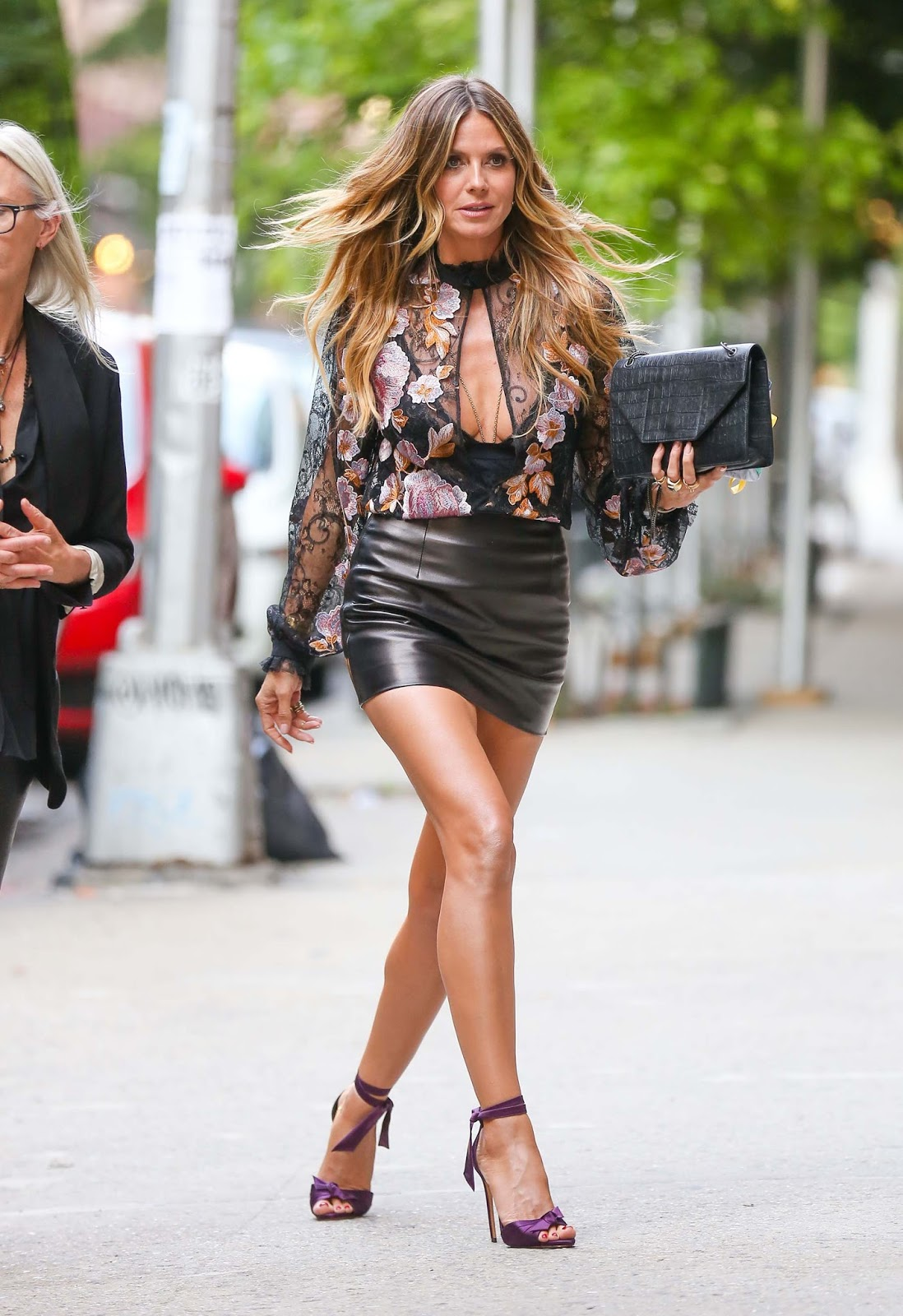lovely ladies in leather heidi klum in a leather mini skirt. Black Bedroom Furniture Sets. Home Design Ideas