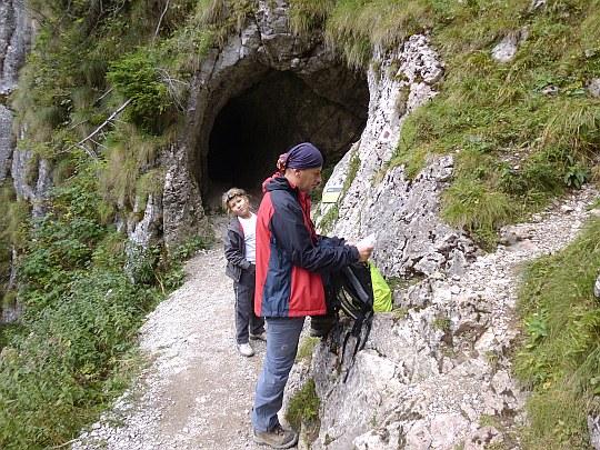 Przed otworem wejściowym do Jaskini Mylnej.