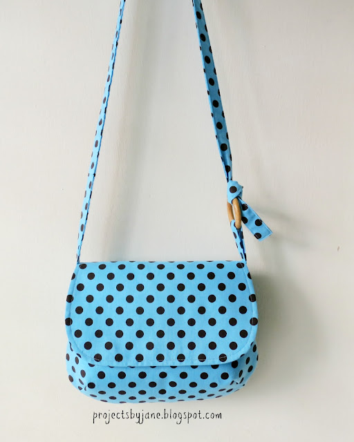 Easy Sling Bag Pattern | Projects by Jane