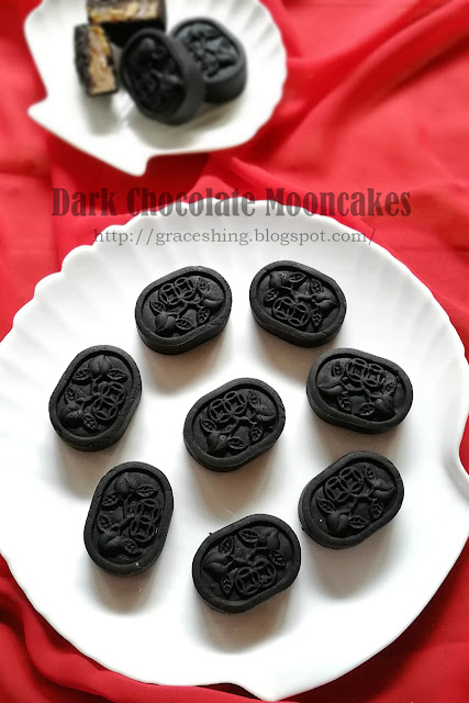 黑巧克力月饼 Dark Chocolate Mooncakes