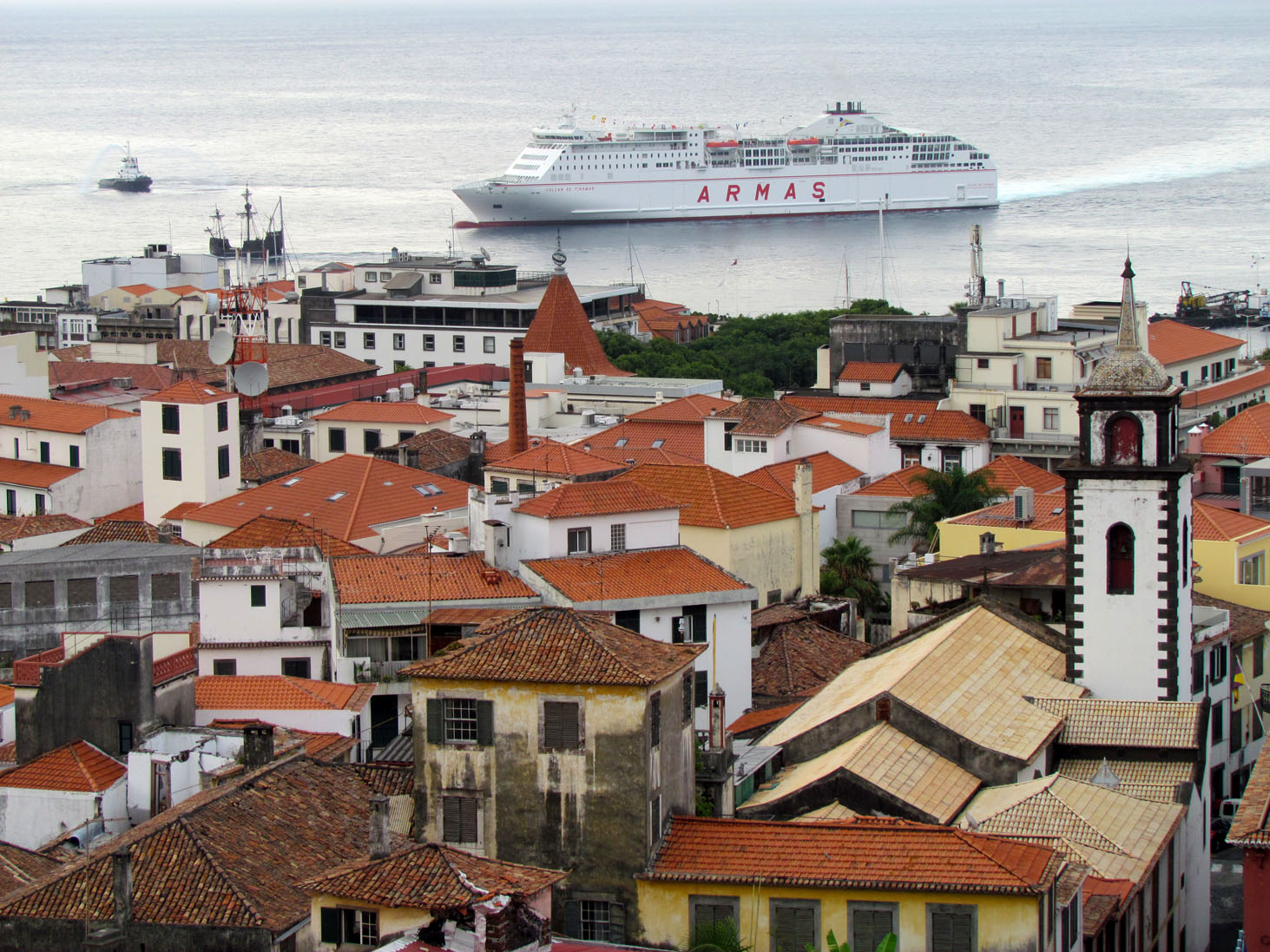 a new ferry in Funchal: Volcan de Tinamar