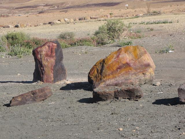 סלעים צבעוניים במנסרה