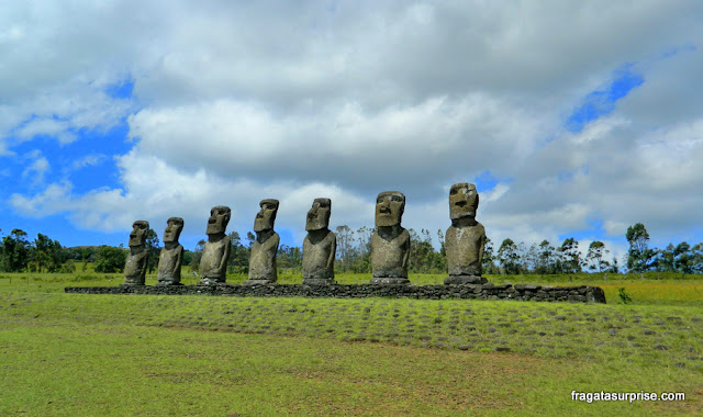 """Ilha de Páscoa - os moai conhecidos como """"Los Siete"""", no Ahu Akivi"""