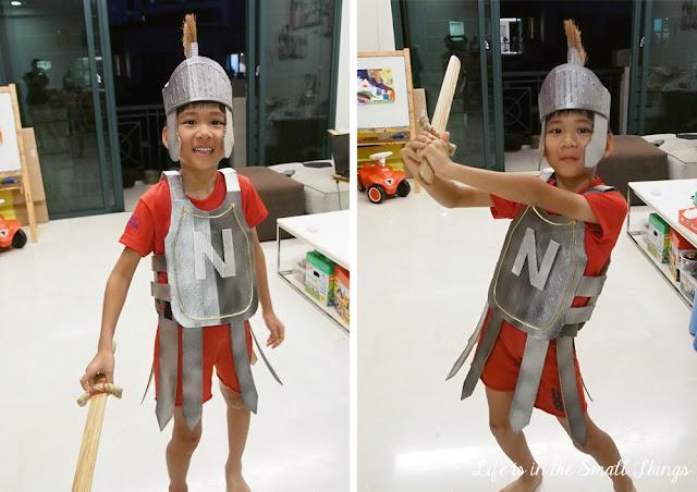 casco romano de cartón