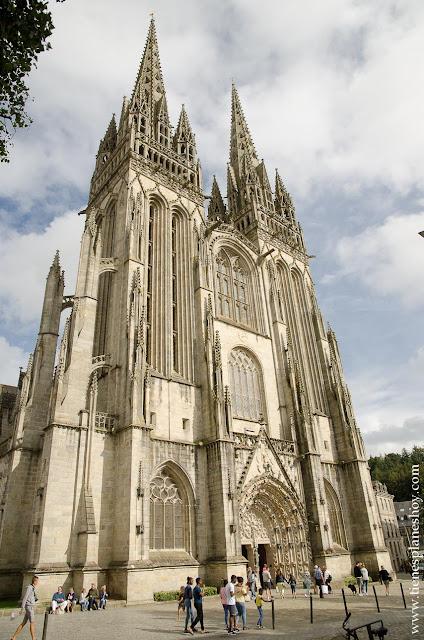 Quimper catedral visitar Bretaña Francia viaje en coche
