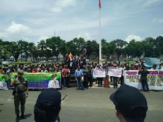 Warga Lima Kabupaten Unjuk Rasa Di Kantor Gubernur Sumsel