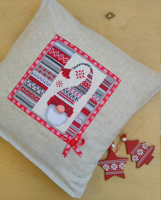 вышивка крестом подушка Рождественский эльф от Vervaco