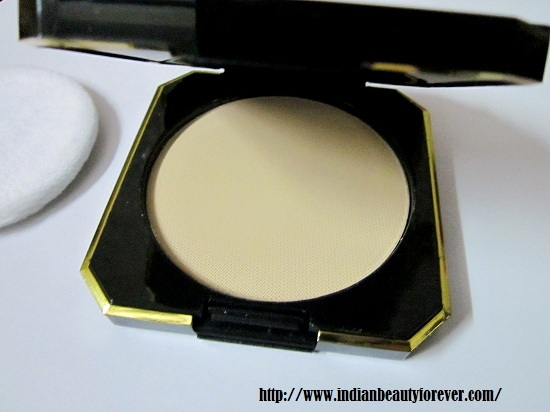 Revlon Touch and Glow Moisturizing Compact Powder