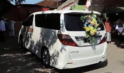 Sewa Alphard Wedding