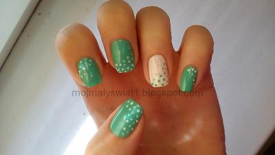 Miętowe paznokcie w kropeczki