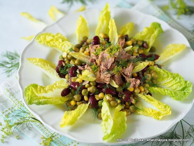 salatka z warzyw straczkowych, warzywa z puszki, tunczyk, salatka awaryjna, smaczna salatka, na kolacje,