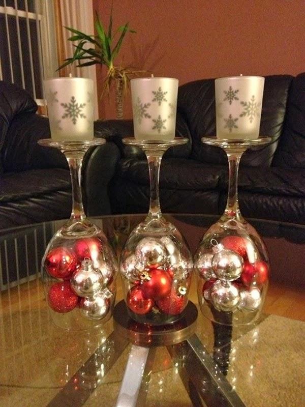 Centros de mesa feitos com taas de vinho para o Natal ...