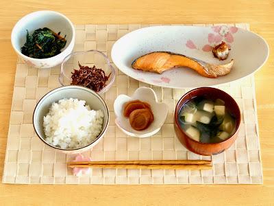 日本の朝食 配膳例