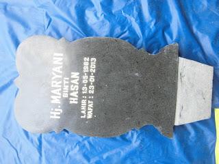 Batu granit dibentuk nisan kembang