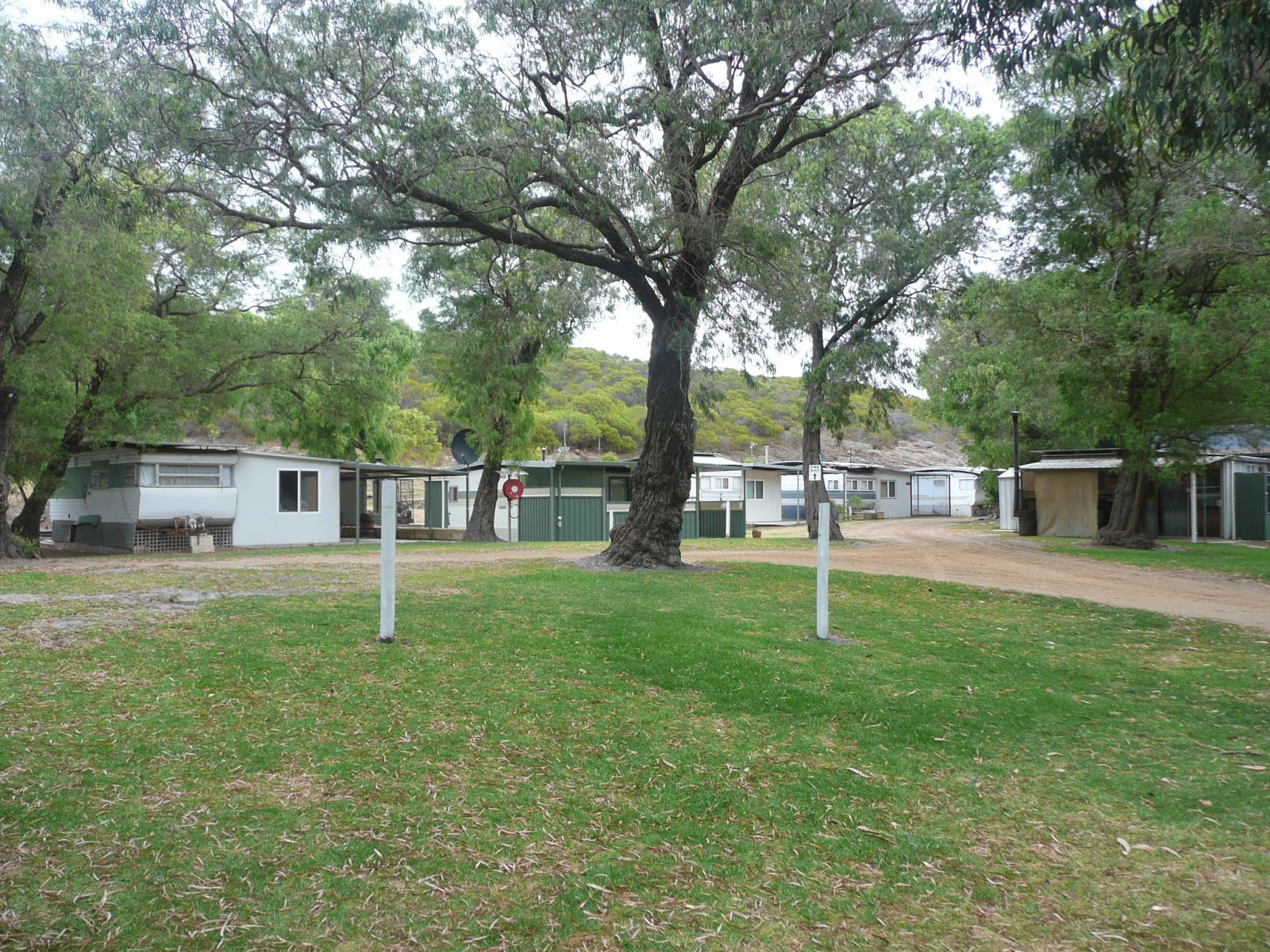 MobileMarshies: WE SETTLE IN TO THE BREMER BAY CARAVAN PARK (AND RUN