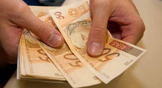 Resultado de imagem para prefeitura dinheiro nas contas dos servidores da administração e saude
