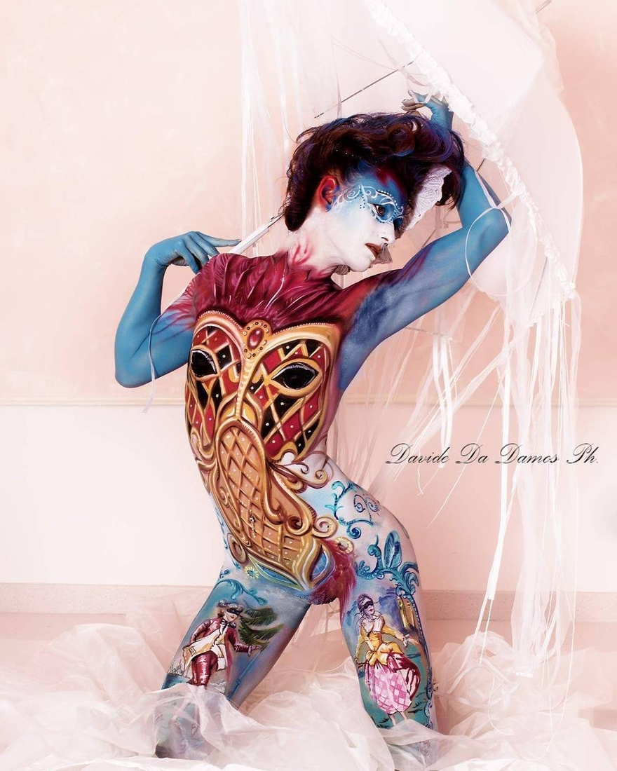 03-Ermanna-Seccacini-Davide-Da-Damos-Lucia-Postacchini-Paintings-on-a-Human-Canvas-with-Body-Painting-www-designstack-co