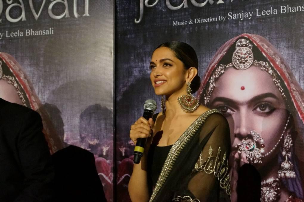 Deepika Padukone Tamil Film: Deepika Padukone Padmavati Movie 3D Trailer Launch Hot