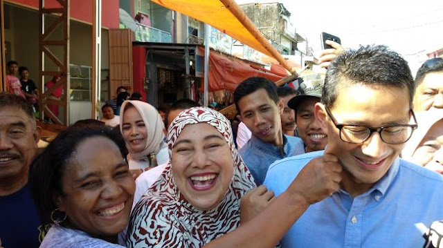 Tiba di Pasar Terong Makassar, Sandi Jadi Sasaran Cubit Emak-emak