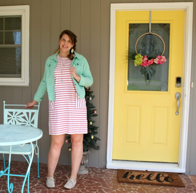 The Topanga dress is perfect for throwing on with canvas tennis shoes or flip flops for running errands or you could dress it up with a colorful scarf and wedge sandals for a date night.