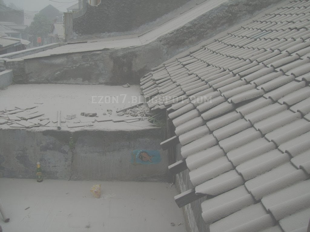 Hujan Abu Vulkanik Gunung Kelud Di Valentines Day 14 Feb 2015