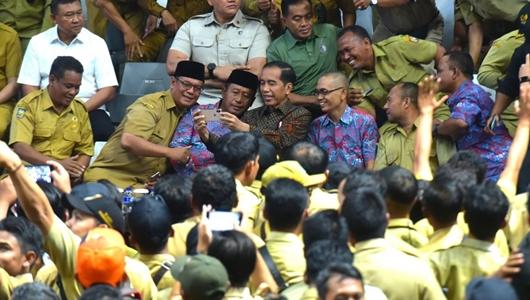 Jokowi Pastikan Gaji PNS Naik Mulai Bulan Depan