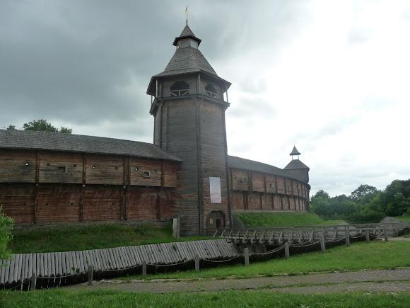 Батурин. Фортеця. Оборонна стіна і Головна вежа