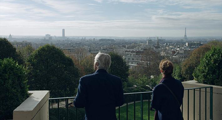 Um Segredo em Paris: singelo, filme traz amor improvável, livraria antiga e fenômeno curioso no céu parisiense | Cinema