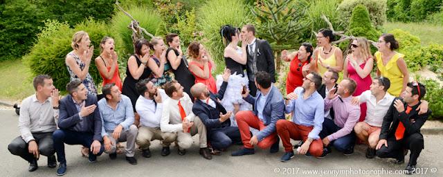 photos de groupes fun avec les copains des mariés