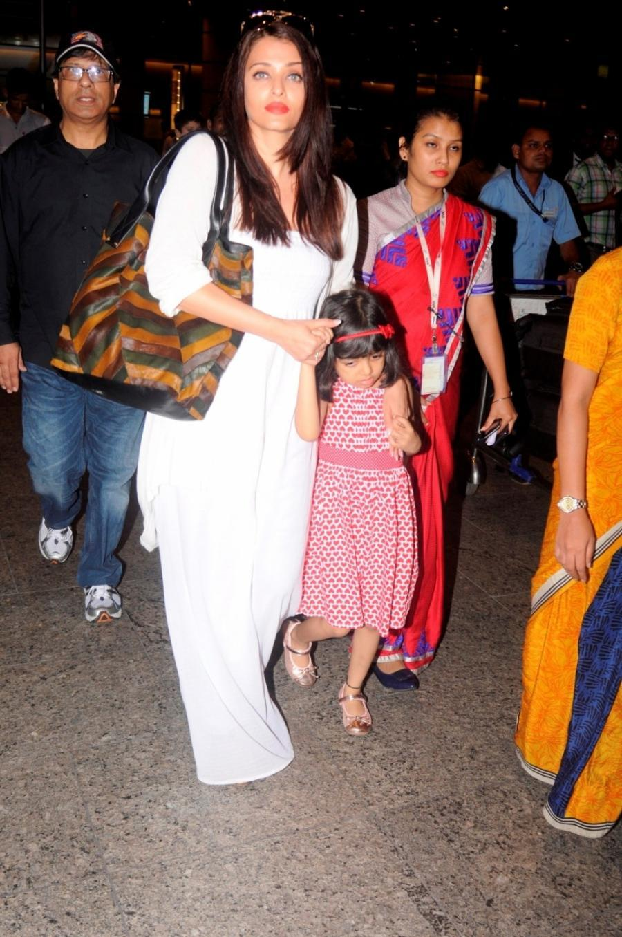Actress Aishwarya Rai At Airport With Aaradhya