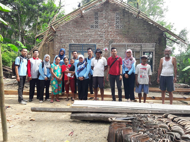 Satu Hati Untuk Berbagi, PKH Karangsambung Bantu Renovasi Rumah Laminah