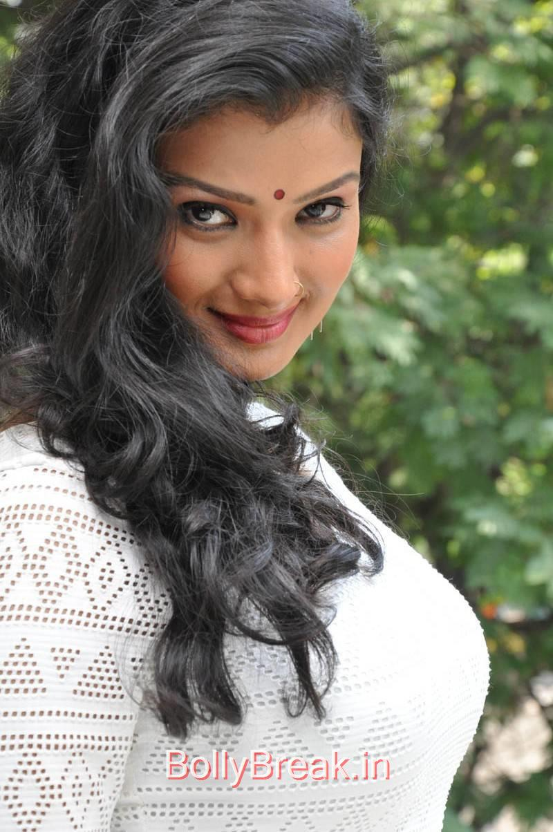 Ishita Photo Gallery with no Watermarks, Actress Ishita Side Pose Hot Photo Gallery in HD