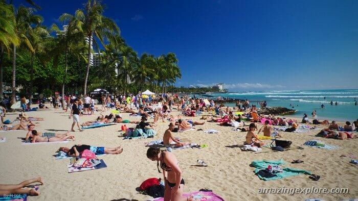 Waikiki Beach Beach in Honolulu, Oahu.  Best Honolulu-Oahu Attractions - Things to Do in Honolulu-Oahu