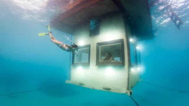 El primer hotel submarino del mundo.La habitación de hotel bajo el mar. Manta Resort. Vista exterior de la habitación bajo el mar