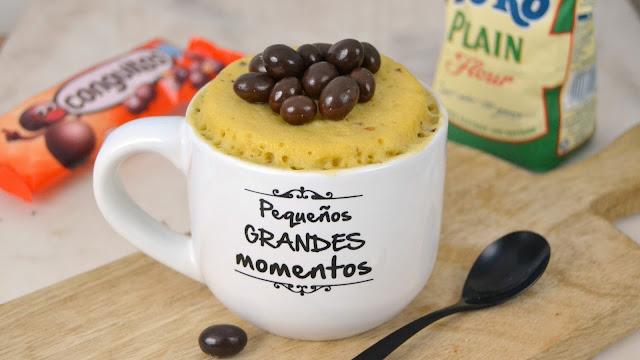 Mug cake de Conguitos. Bizcocho en taza al microondas