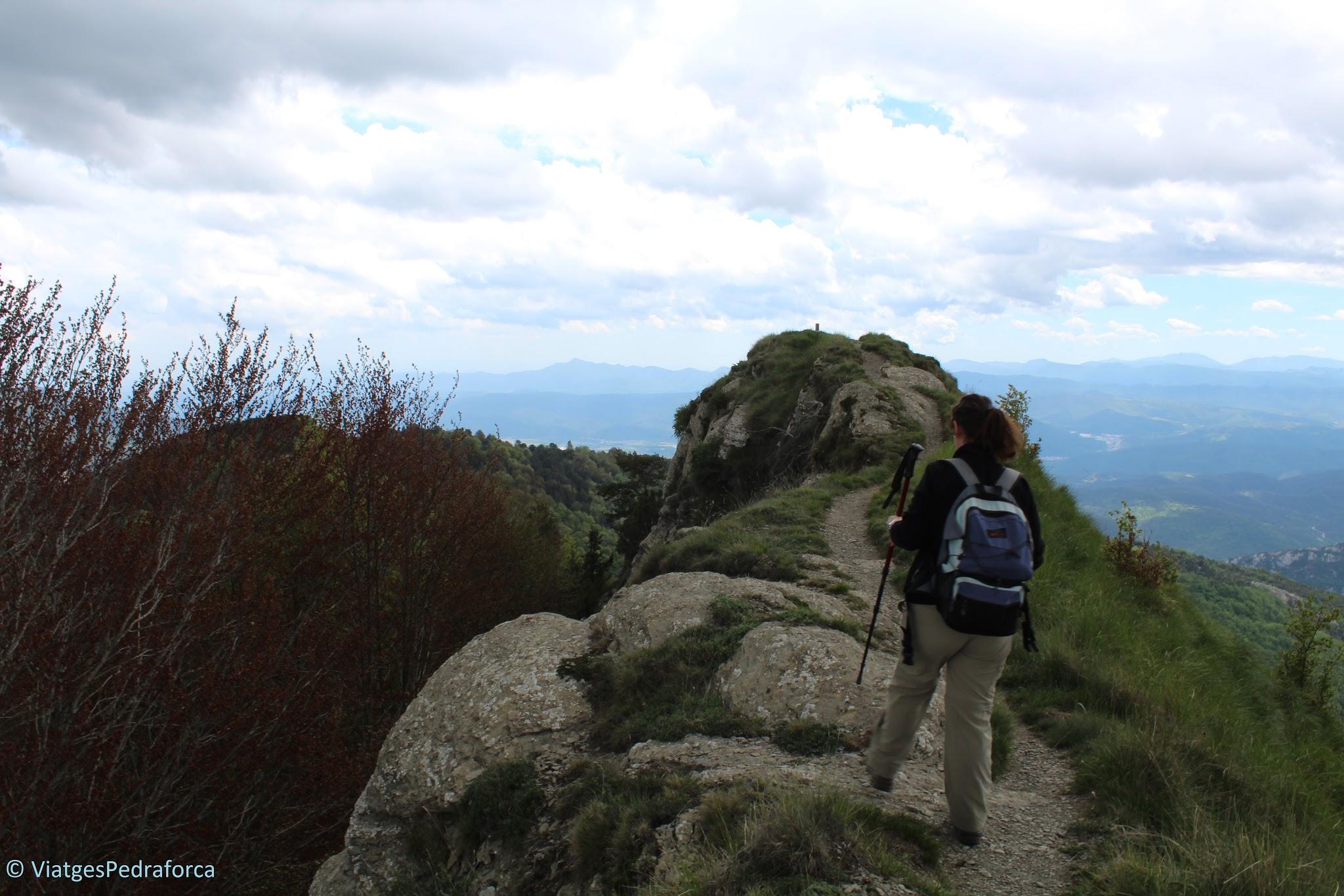 Alta Garrotxa, ruta senderista, natura, Montagut i Oix, Pirineus catalans, Girona, Catalunya