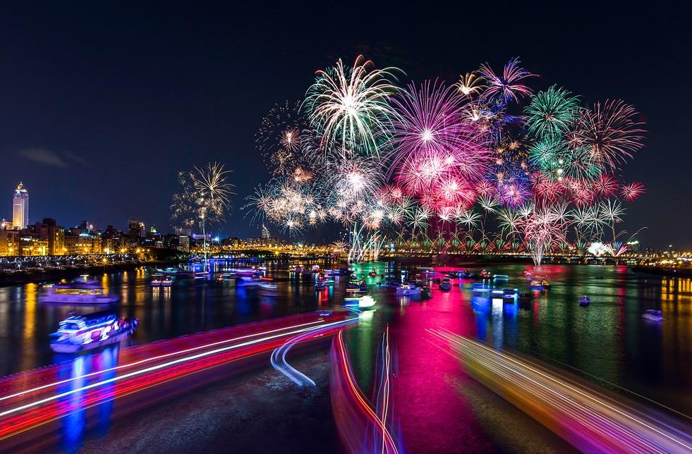 Tips Sederhana Memotret Pesta Kembang Api pada Acara Tahun Baru cantik