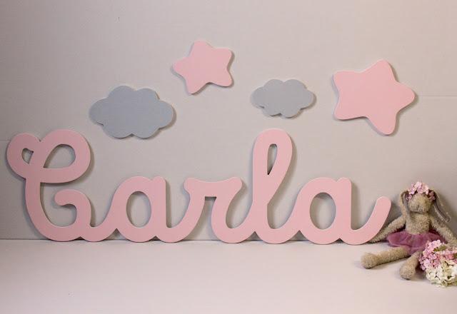 nombres infantiles en caligrafía para decorar